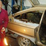 Len removing the rear wing, the top of the wings are filled hence the blow torch