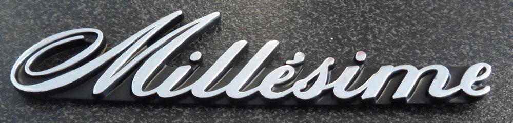 Silver Plastic Badge - Millesime. 96 102 197